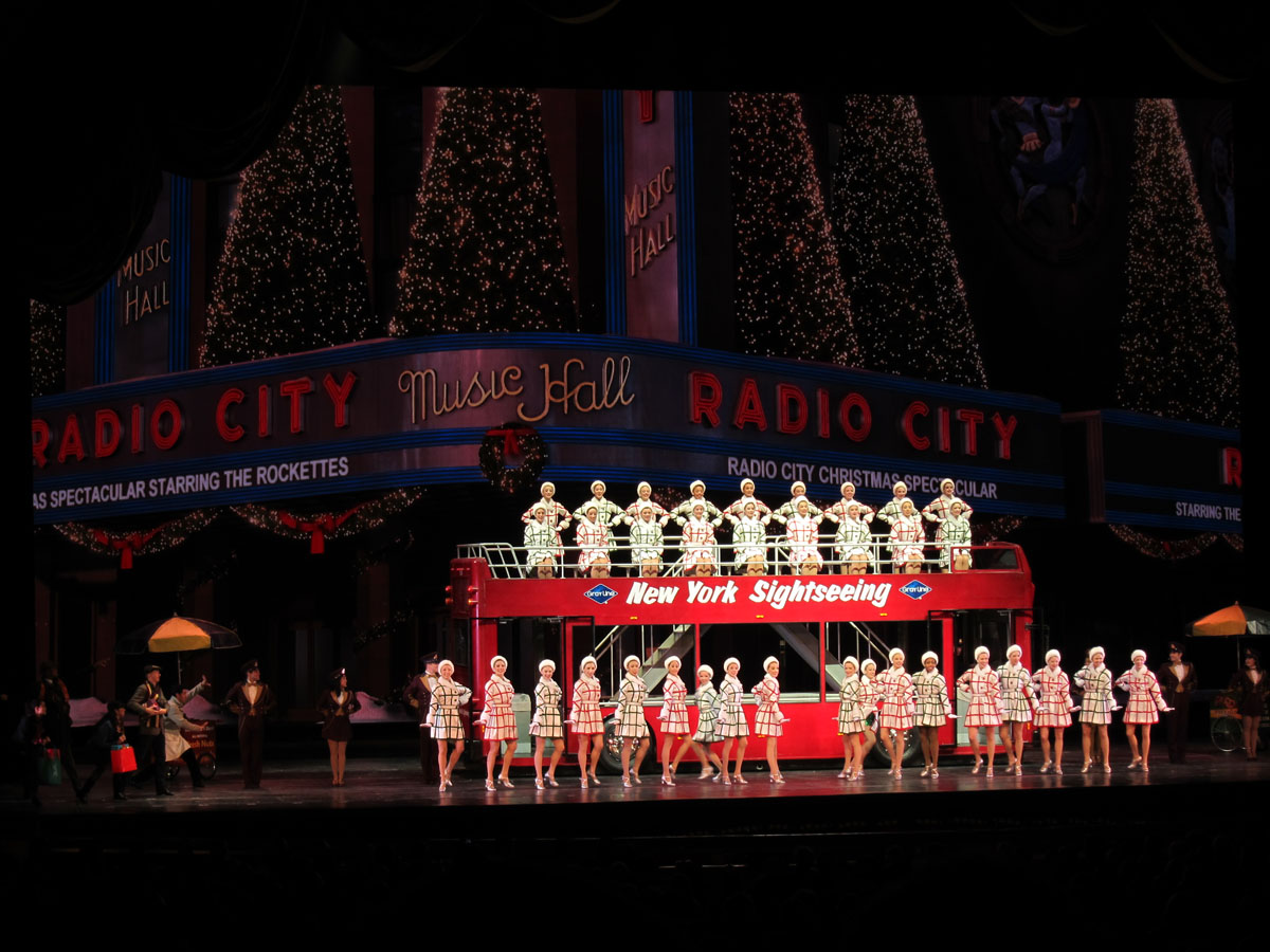 Welcome to FABBYLIFE: Christmas Spectacular :: A Day at Manhattan